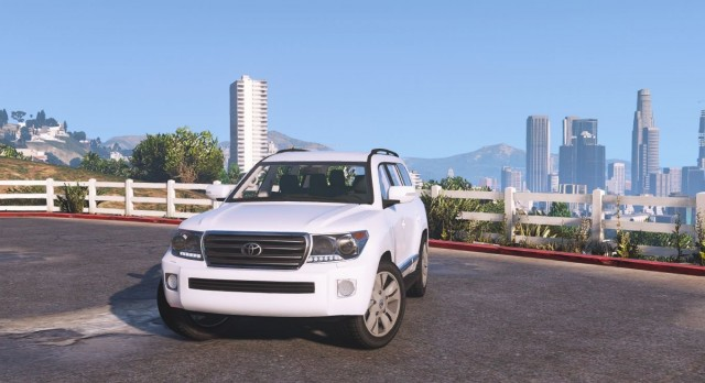 Toyota Land Cruiser 200 2013 для GTA V - Скриншот 1